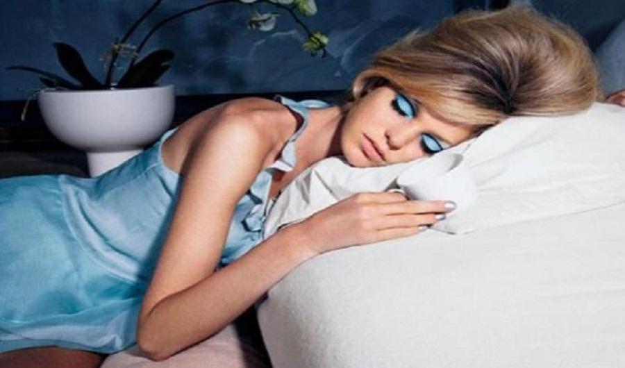 Dampak Buruk Tak Membersihkan Make Up Sebelum Tidur