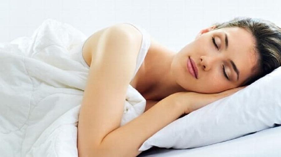 6 Aktivitas Sebelum Tidur yang Bisa Buat Kulit Kamu Cerah di Pagi Hari