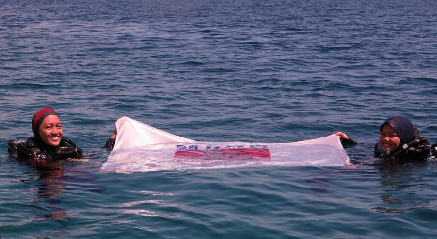 MSDC Unhas Adakan Halal Bi Halal Bawah Laut