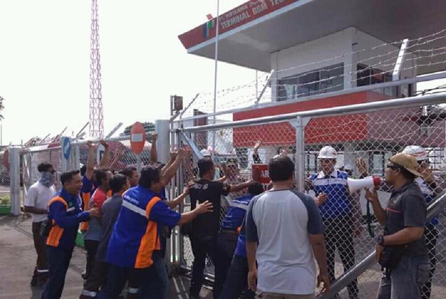 Demo Anarkis, Massa Desak Terminal BBM Ditutup
