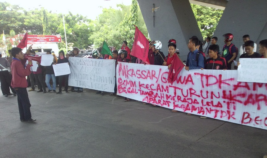 IMM Kota Makassar Demo di Flay Over Tuntut Kapolda dan Aparat Keamanan