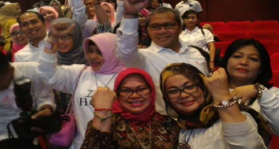 Bantu Penderita Kanker di Makassar, Indira Jual 1700 Gelang Harapan
