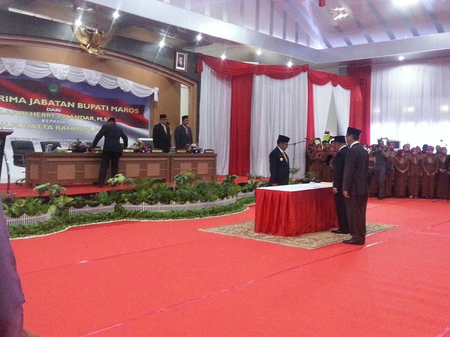 Penandatanganan Berita Acara Serah terima memori jabatan dari Penjabat Bupati Maros