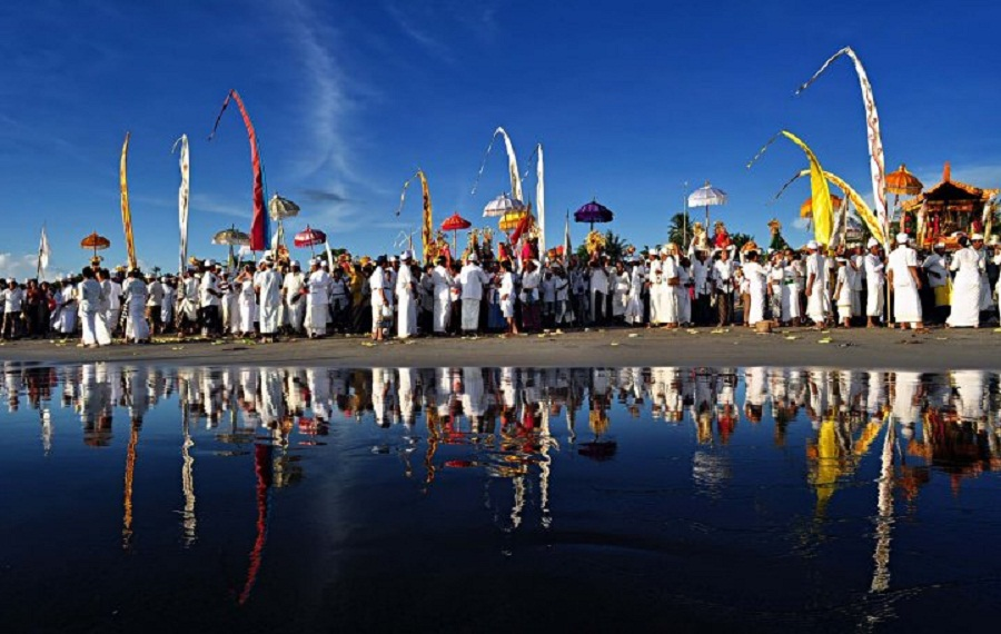 Upacara Melasti Nyepi diselenggarakan Pantai Akkarena Makassar