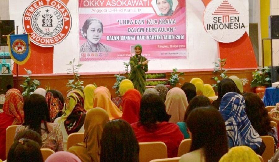 Okky Asokawati Pembicara Tunggal Seminar yang digelar Kerukunan Istri karyawan Semen Tonasa