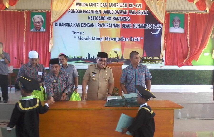 Bupati dan Wabup Bantaeng Hadiri acara Wisuda di Pondok Pesantren DDI Mattoanging