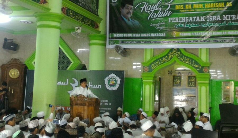 Kyai D Zamawi Imron Bawakan Hikmah Haul Ke-3 Anregurutta Harisah