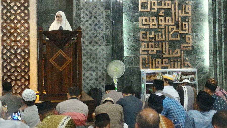 Ceramah di Masjid Al Markaz Makassar, Majdah Singgung Pendidikan Anak