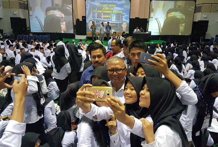 Penutupan Training ESQ Mahasiswa Poltekes Makassar Ajak Selfie Agus AN