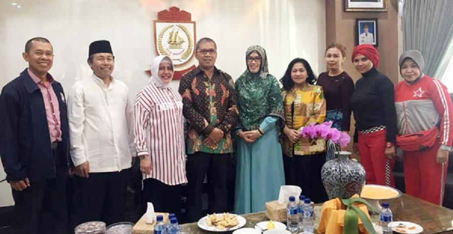 Walikota Makassar Sambut Gembira Senam Lorong