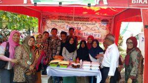 Agus Arifin Nu'mang Tinjau Stand Pameran Mahasiswa Universitas Islam Makassar