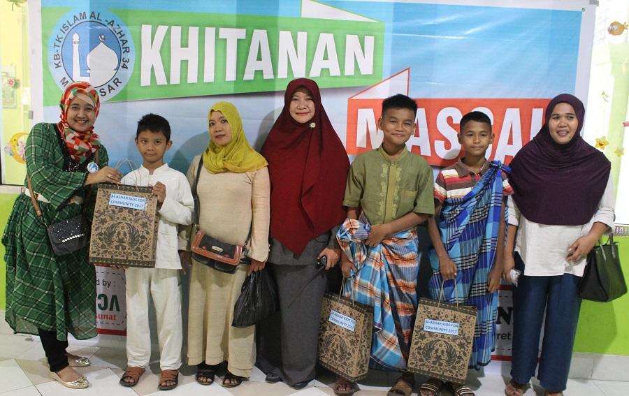 Khitanan Massal adalah cara Mensyiarkan Sekolah TK Islam Al Azhar 34 Makassar