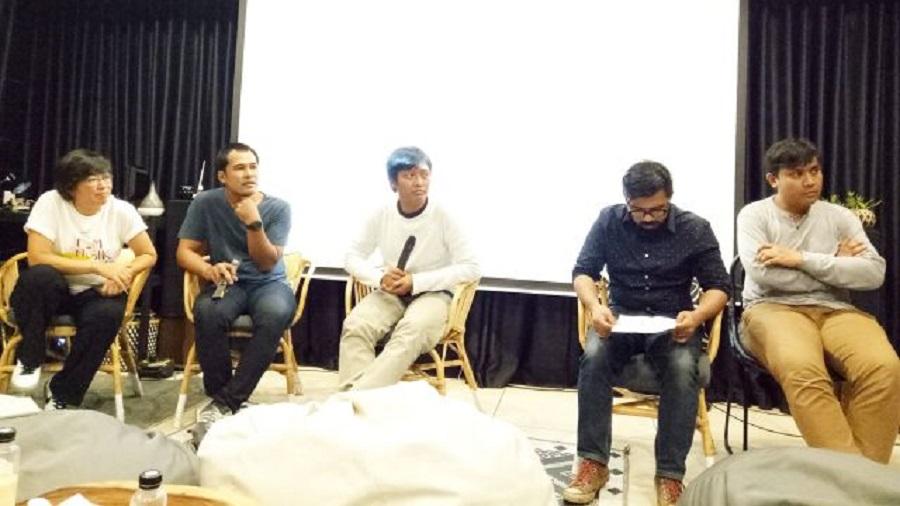 Sutradara dan para crew film Turah