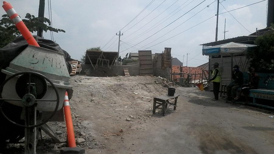 Pengguna Jalan Keluhkan Renovasi Jembatan Blanak yang Tak Kunjung Selesai