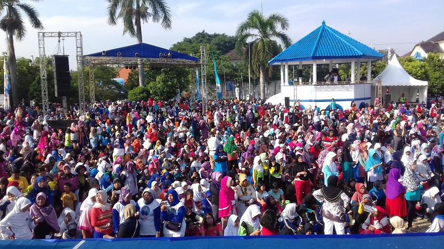 Ramai, Ribuan Perempuan di Tegal Ikuti Jalan Santai dan Senam