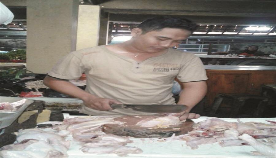 Puasa Hari kedua, Harga Daging Ayam di Pasar Pagi Kota Tegal Terus Melonjak Naik