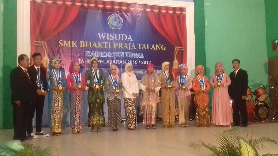 SMK Bhakti Praja Talang Wisuda 206 Siswa