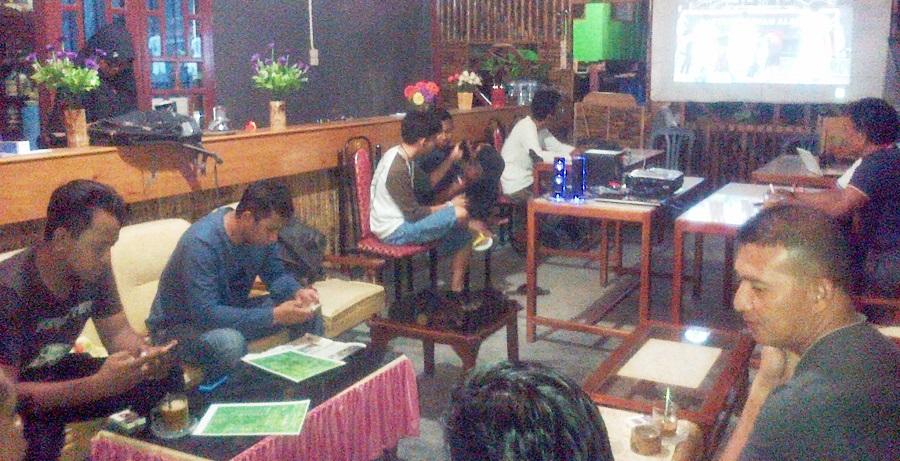 Dandim 1415 Kepulauan Selayar Nonton Bareng Seagames 2017 di Bamboo Coffee