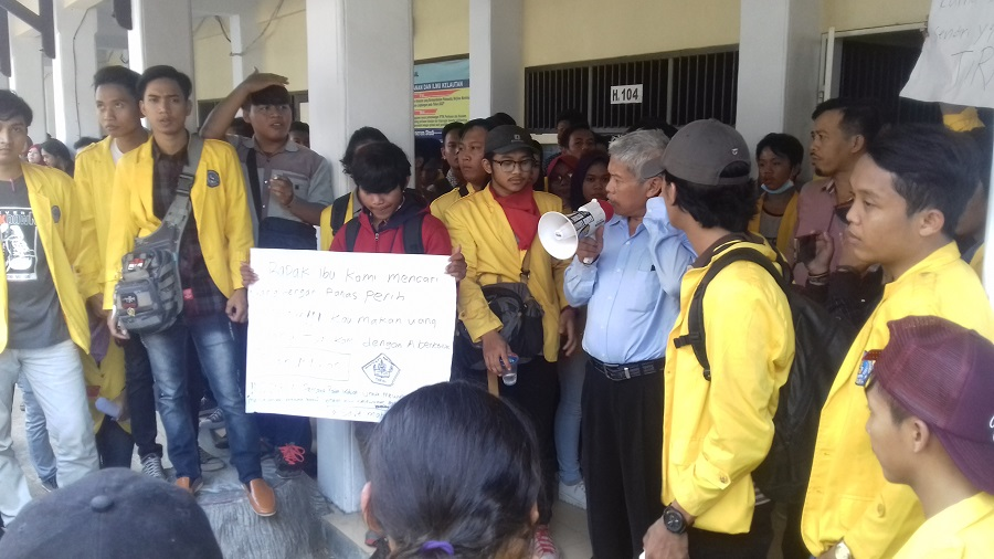 Temui Dekanat, Mahasiswa UPS Sodorkan Surat Pernyataan Dukungan