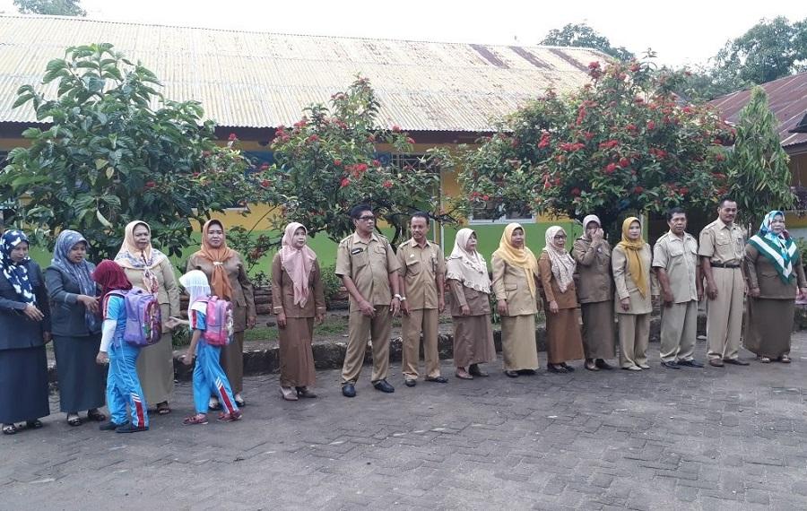 Ket Foto sambut siswa SDN 17 Langnga-Langnga