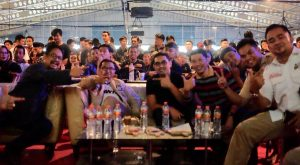 Agus AN Nobar Final Champion di Pasar Segar