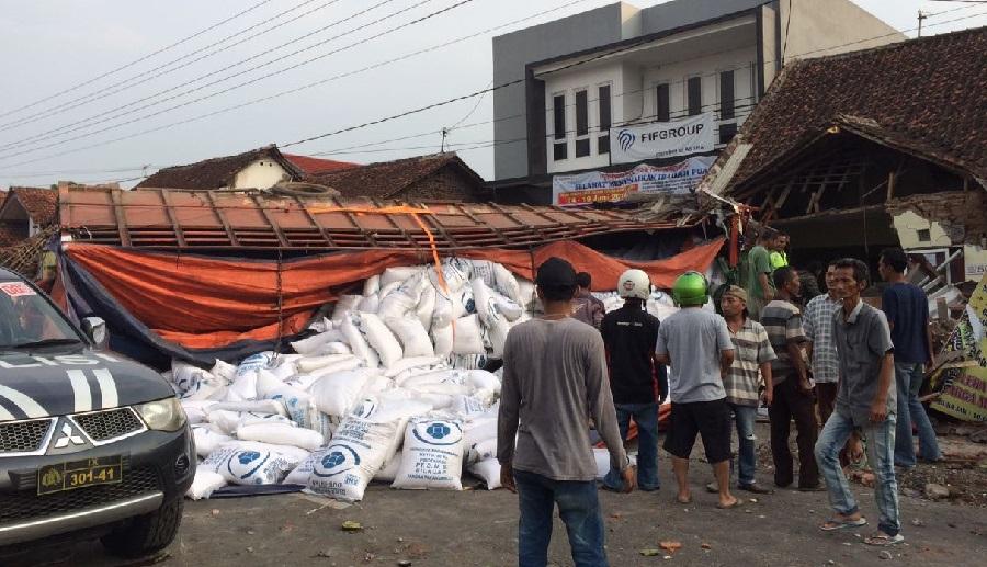 Truk Tronton Nabrak Mobil, Belasan Motor dan Rumah Warga, 11 Orang Meningga