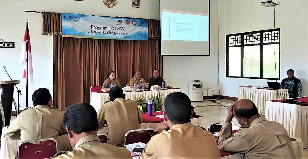 Kadis Pendidikan dan Kebudayaan SBD, Wakil Bupati SBD dan Provincial Manager INOVASI untuk Sumba saat kegiatan Konsultasi Publik, 7 Agustus 2018