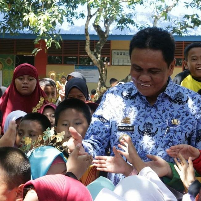 Sekolah di kabupaten yang dipimpinnya lebih ramah dan layak anak